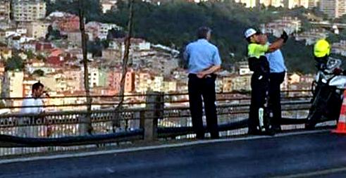 Police_Selfie_during_Suicide_at_Bosphorus_Bridge